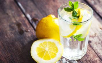 Beber agua con limón o vinagre para adelgazar ¿Mito o realidad?