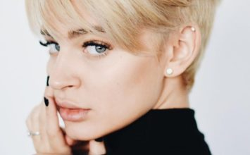 El labial más arriesgado que ha usado Laura Escanes y que encanta a Instagram