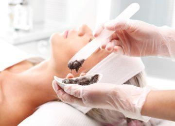 Peeling físico y químico: ¿en qué se diferencian?